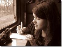 Elvira_andal_Pisanje_razglednica_u_vlaku