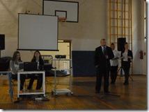 Ravnatelj Gimnazije Vukovar, gdin. Davor Šijanović, otvara tribinu Dan sigurnijeg interneta 2014.