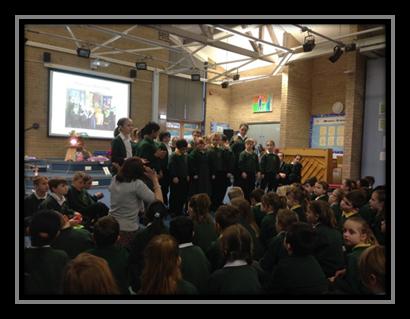 Učenici su u pratnji svojih učitelja posjetili i razgledali gospićku katedralu.