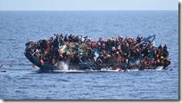 Slika 1. Migranti na brodu
