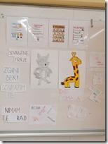 Slika 2 - Oglasna ploča u učionici (Jezik žirafa i vukova)