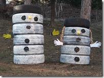 Slika 3. Snjegovići od guma.